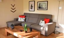 4 bedroom semi detached house in St. Katharines Way...