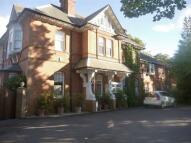 Flat to rent in Grove Road, Merrow...