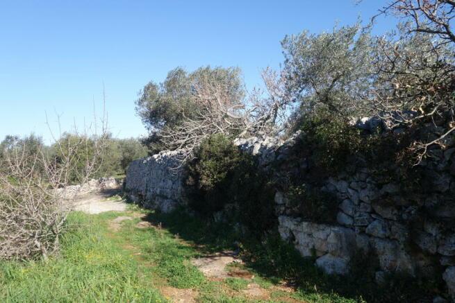 Fine stone wall