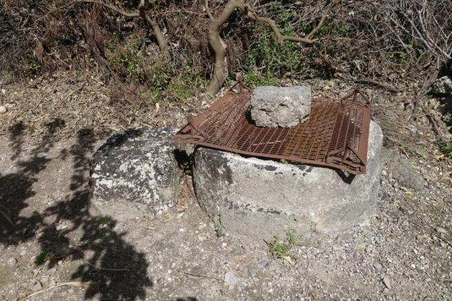Garden water well