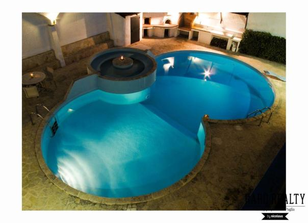 Double oval pool