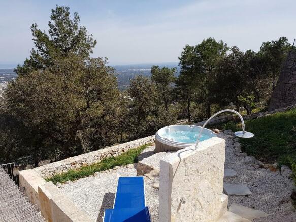 Spa bath area