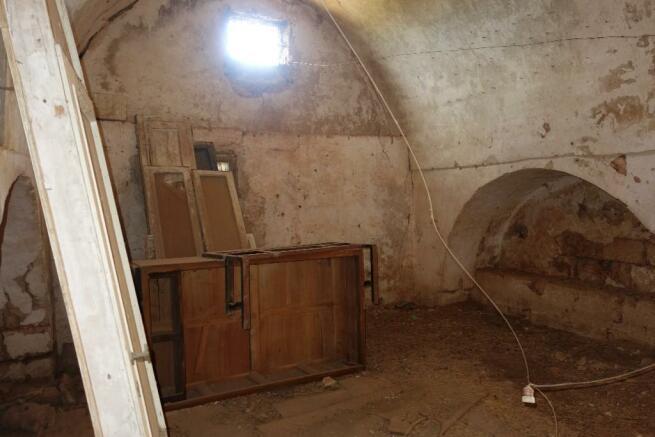 Gr floor vaults