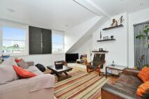 Apartment in Castellain Road...