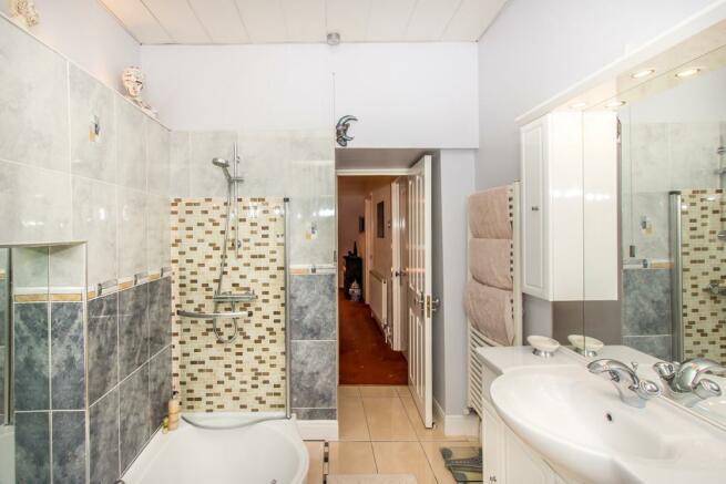 Family Bathroom2