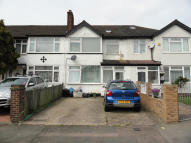1 bed Ground Flat in Summit Road, Northolt...