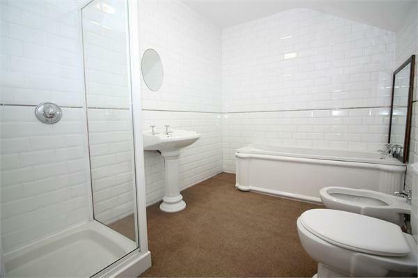 167 Flat Bathroom