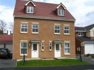 Town House to rent in Gordale Close...