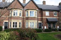 2 bed Ground Flat in Grammar School Court...