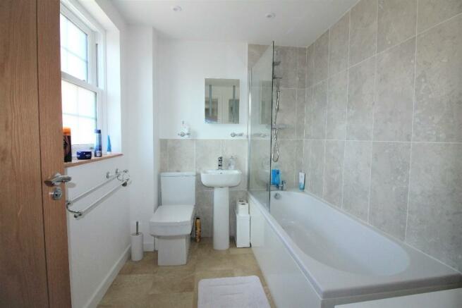 Gatehouse Bathroom