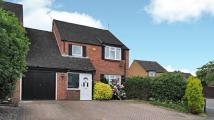 Link Detached House in Foxhunt Grove, Calcot...