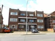 2 bed Flat to rent in Roundhay Mansions...