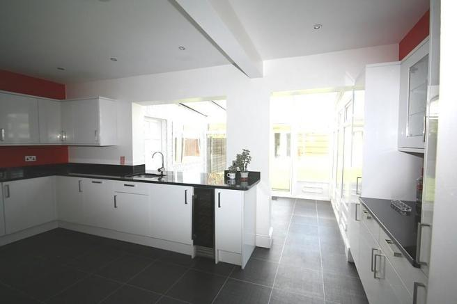 Kitchen to conservat