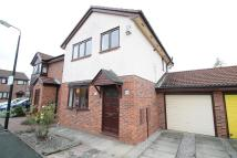 3 bedroom semi detached house to rent in Rennie Close, Stretford