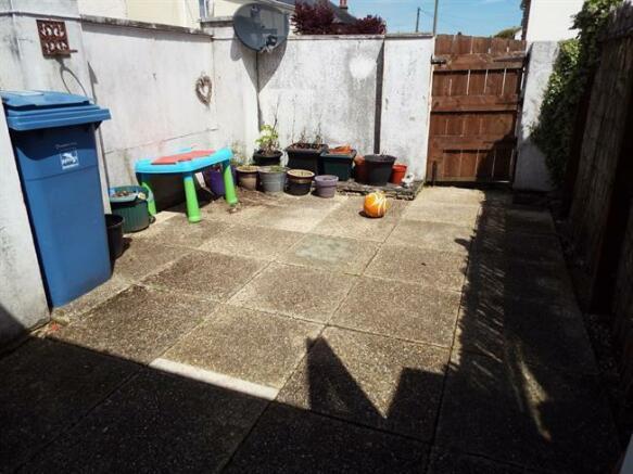 1 marnhull row - rear garden.jpg