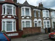 Flat in Dowsett Road, Tottenham...