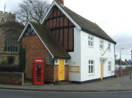 property to rent in Church Square, Toddington