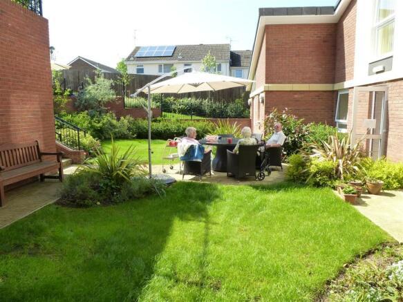 Communal Gardens/Pat