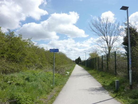 Cycle Way North D'ble.JPG