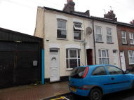 4 bedroom Terraced house to rent in Frederick Street, Luton...