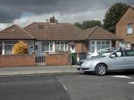 Semi-Detached Bungalow to rent in GARDENIA AVENUE, Luton...