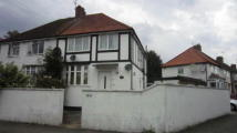 2 bed Flat for sale in York Avenue, Hayes, UB3