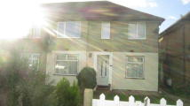 Maisonette for sale in Pinewood Avenue...