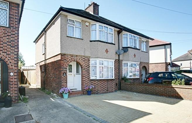 bedroom semi detached house to rent in hayes end drive hayes ub4