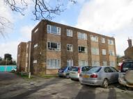 Flat to rent in Callis Court Road...