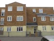 2 bed Ground Flat in Lime Grove...