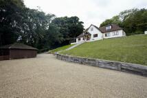 5 bedroom Detached property in Pilgrims Road, Halling...
