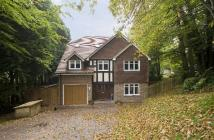 5 bed Detached home in Rockfield Road, Oxted