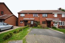 2 bed Terraced property in Thornhill Close.