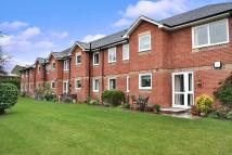 Flat for sale in Gibson Court (Esher)...