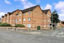 Flat for sale in Parkview Court (Ilford)...