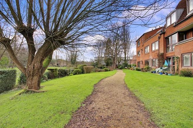 1 Bedroom Flat For Sale In Homepark House Farnham GU9 7RU