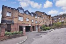 2 bedroom Flat in Woodlands Court, Chatham...