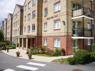 1 bedroom Apartment in Waters Edge Court...