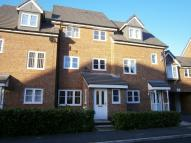 Town House to rent in Lawnhurst Avenue...