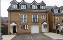 4 bed Town House to rent in Lawnhurst Avenue...