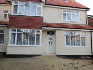 Flat to rent in Brighton Road, Coulsdon...