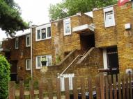 2 bed Flat to rent in Halsmere Road...