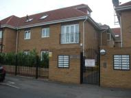 3 bedroom Flat in Fern Court, Lodge Lane...