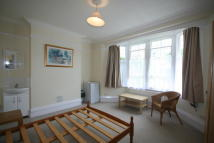 Studio flat in Albert Road, Ashford...