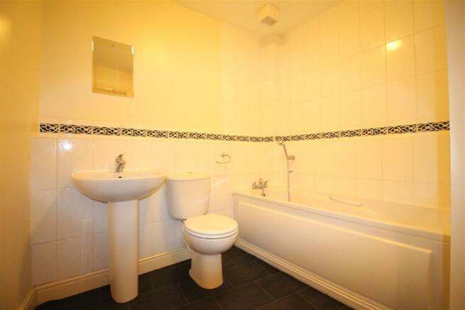 75 Richmond Meech Drive Family Bathroom.JPG