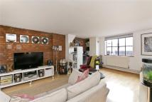 Flat to rent in Henshall Street, London...