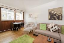 2 bedroom Flat in Highbury Crescent...