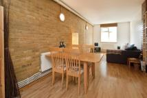 Flat to rent in Felton Street, Islington...