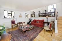 2 bedroom Flat in Montague Road, Hackney...