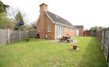 2 bedroom Bungalow in Oaklands, Yateley...